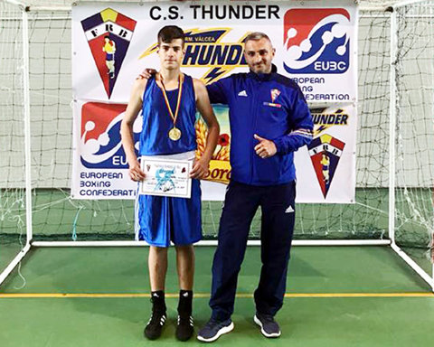 Cinci medalii la Europenele de cadeţi de la Albena! Patru băieţi şi o fată ţin România pe harta boxului continental