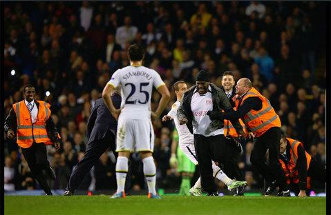 UEFA a deschis o procedură disciplinară după meciul Tottenham - Partizan Belgrad. Trei suporteri au intrat pe teren şi au întrerupt partida
