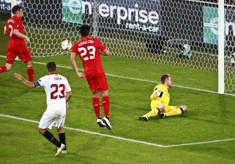 AU FĂCUT-O DIN NOU! Sevilla a câştigat Europa League pentru al treilea an consecutiv, după 3-1 în finala cu Liverpool. Căpitanul Coke a marcat golurile care l-au făcut K.O. pe Klopp