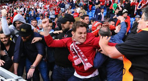 UEFA a deschis o anchetă după violenţele de la finala Europa League dintre Liverpool şi Sevilla