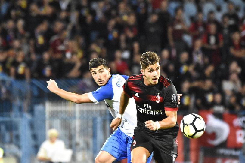 """Milan italian. """"Diavolii"""" au răpus la limită """"leii"""" Craiovei, la Severin, după un gol al lui Ricardo Rodriguez. Mitriţă, responsabil cu ratările în CS U - AC Milan 0-1"""
