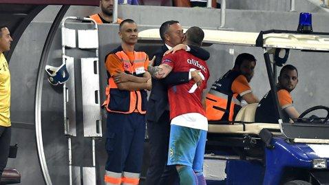 """Mihai Stoica s-a dus la Alibec imediat după schimbare. Gestul făcut de directorul sportiv şi ce i-a transmis atacantul înainte de meci: """"MM m-a sunat la pauză şi mi-a spus!"""""""