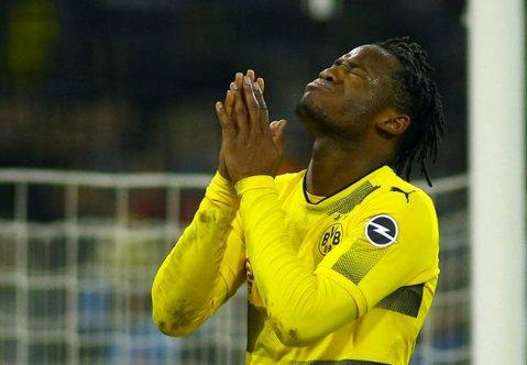 """""""E pe bune treaba asta? 2018 şi în tribune încă sunt imitate zgomotele pe care le face o maimuţă"""". Comportament grobian al fanilor italieni la meciul Atalanta - Dortmund"""