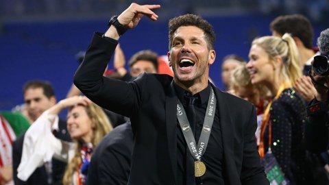 """A câştigat Europa League şi are doar cuvinte frumoase. Griezmann i-a adus trofeul, dar Simeone a ţinut să vorbească la superlativ despre un alt jucător: """"E extraordinar, merita o astfel de despărţire"""". Discursul unui antrenor fericit"""