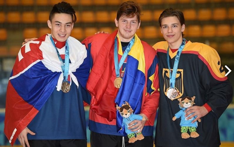 Succes uriaş pentru ţara fără patinoare: Eduard Căsăneanu, campion olimpic de tineret la hochei pe gheaţă