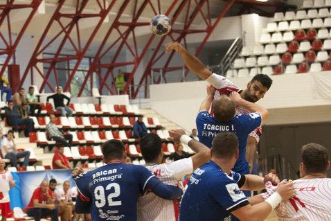 Dinamo îşi continuă cursa solitară în Liga Naţională masculină la handbal. Victorie la Suceava, după ce gazdele au condus la pauză
