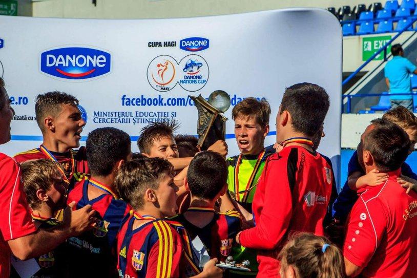 FOTO | Surprizele au început pe aeroport pentru micii campioni: Simona Halep, fotografie inedită alături de naţionala U12 a României care participă la Mondialul din New York