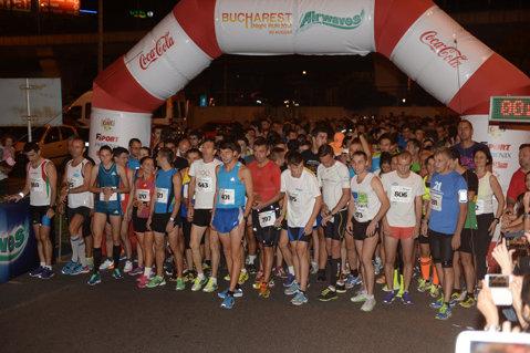 A III-a ediţie a Bucharest NightRun a adunat câteva sute de bucureşteni la Pasajul Basarab, la cel mai mare eveniment de running nocturn din România