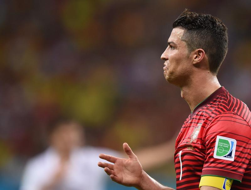 Un puşti i-a păcălit pe toţi şi a intrat în camera de hotel a lui Cristiano Ronaldo. Reacţia lui CR7 e de mii de LIKE-uri. Ce a făcut