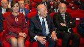 Blatter joacă murdar şi în viaţa privată. S-a afişat la Congresul de la Zurich cu o femeie măritată, care este cu 28 de ani mai tânără decât el