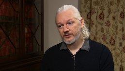 FOTO! Iubita fondatorului WikiLeaks, SURPRINSĂ în compania ALTUI BĂRBAT. Pentru cine l-a părăsit