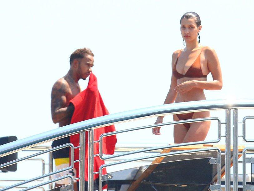 De la un party pe yacht-ul lui Lewis Hamilton la o poză interzisă minorilor. Cum s-a fotografiat fotomodelul Bella Hadid
