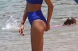 FOTO! El are 40 de ani, ea este cu 18 ani mai tânără! Scene surprinzătoare la plajă! Îi recunoşti?