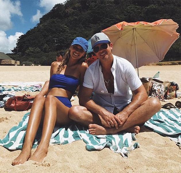 FOTO | Robin Thicke, fotografiat la plajă alături de iubita sa cu 18 ani mai tânără