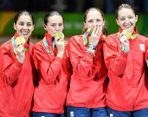 S-a împlinit un an de la succesul echipei de spadă feminin a României la Jocurile Olimpice de la Rio!