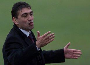 """Video cum nu vezi la TV: antrenorul Ilie Dumitrescu, imitat excelent de fostul său preşedinte de club. Moment savuros cu analistul Digi: """"Spune-mi, bă, frate, e discotecă?"""""""