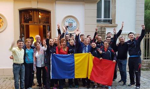GALERIE FOTO | Imaginile bucuriei în familia tenisului de masă: campioanele au sărbătorit titlul european la Ambasada României din Luxemburg
