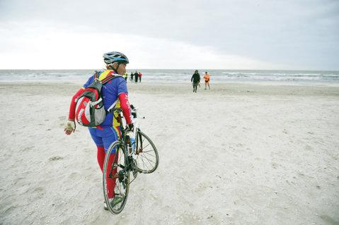 """Lider în vârstă de 75 de ani în caravana cu """"ProSport Cu Bicicleta la Mare"""""""