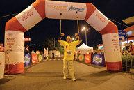 Povestea emoţionantă a unui campion în cârje, care a terminat Bucharest Night Run în aplauzele tuturor