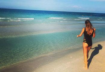 FOTO HOT | Sorana Cîrstea, în costum de baie, a încins atmosfera pe plajele din Cuba