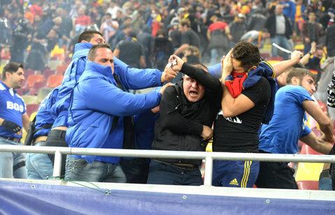 Nici Ungaria n-a scăpat nepedepsită. UEFA a decis ca maghiarii să închidă un sector din stadion şi să plătească daunele produse pe National Arena