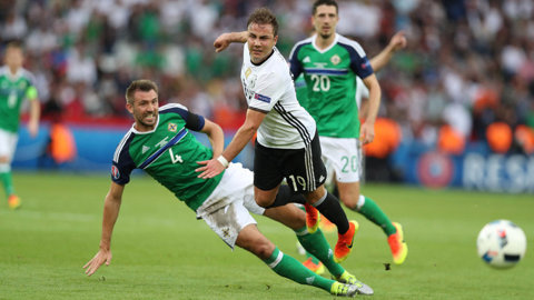 Trei jucători din naţionala Irlandei de Nord s-ar putea retrage după EURO
