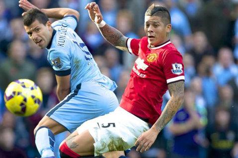 """Man City-Man Utd 0-0 Echipa lui Mourinho s-a apărat tot meciul, dar putea pleca cu toate cele 3 puncte de pe Etihad. City a forţat victoria pe final după un nou gest stupid al lui Fellaini care i-a lăsat pe """"diavoli"""" în inferioritate"""