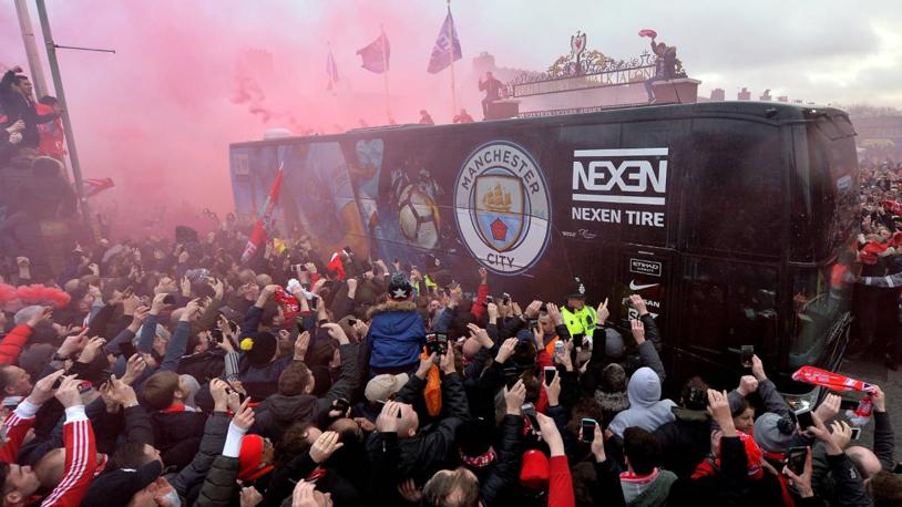 """Guardiola a răbufnit: """"Mulţumim că ne-aţi protejat...să vă fie ruşine! Nu mă aşteptam la aşa ceva de la un club precum Liverpool"""". VIDEO   Cum s-a văzut asediul """"din interior"""""""