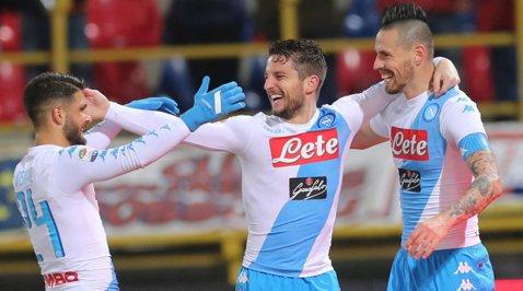 Napoli are 14 meciuri fără înfrângere în Serie A. Chiricheş a fost rezervă în victoria cu Chievo