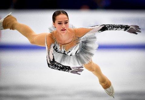 """JO de iarnă 2018. """"Lebăda neagră"""" Alina Zagitova, foarte aproape de a aduce Rusiei primul titlu olimpic la PyeongChang"""
