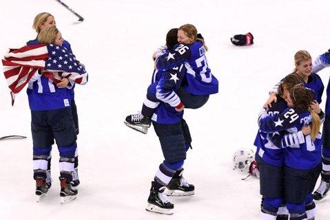 Statele Unite au învins Canada în finala la hochei pe gheaţă feminin şi au câştigat titlul olimpic după o pauză de 20 de ani