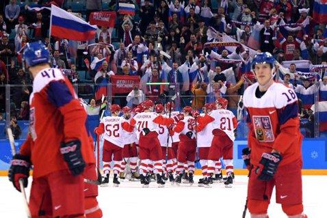 """Avem prima finalistă la hochei pe gheaţă! """"Olimpicii"""" Rusiei vor juca pentru medalia de aur după un 3-0 cu Cehia"""