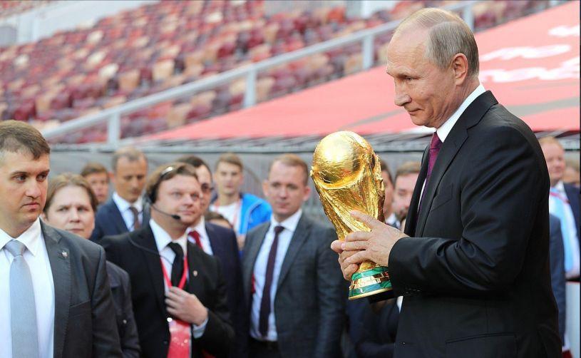 """Putin a luat cuvântul: """"Ruşii şi fotbalul, dragoste la prima vedere"""""""