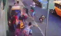 Imagini cutremurătoare într-o mare capitală europeană! VIDEO: Momentul în care mulţimea e SPULBERATĂ de un taxi. Mărturia incredibilă a şoferului