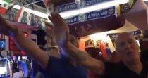 VIDEO | Scandalos! Fanii englezi filmaţi când făceau saluturi naziste şi recitau cântece anti-semite într-un bar din Rusia