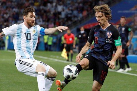 """Luka Modric le-a spus argentinienilor în faţă unde au pierdut meciul. Jucătorul  esenţial care a fost anihilat. """"Aşa am închis culoarele către Messi"""""""
