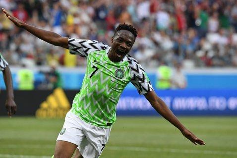 Ahmed Musa, erou naţional în Nigeria. Fotbalistul echipei Leicester a urcat în Top 3 al jucătorilor africani după numărul de reuşite la Cupa Mondială