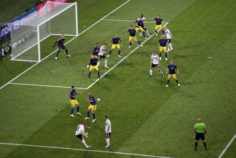 """Germania respiră şi graţie cuvintelor lui Reus. Ce i-a spus vedeta Borussiei lui Kroos, înaintea golului de generic: """"Uită-te la ei!"""""""