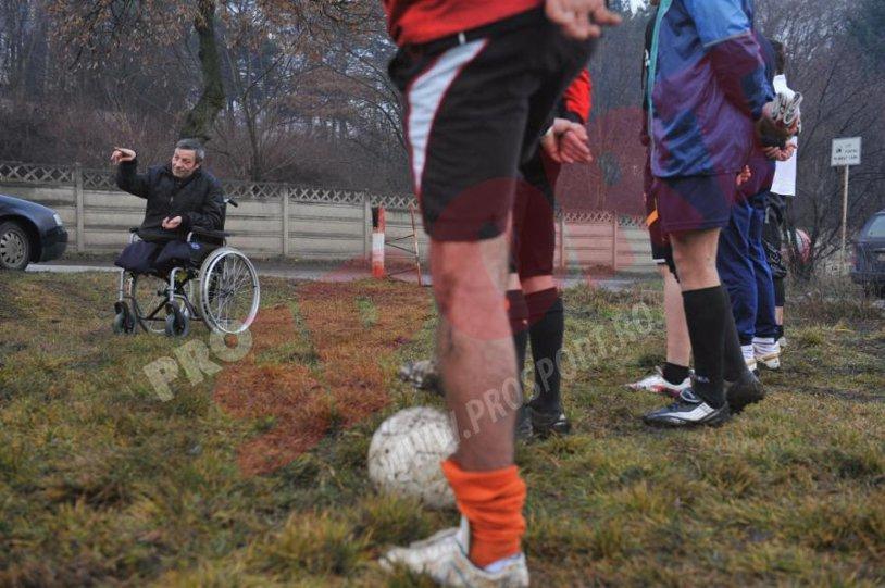 REPORTAJ - ProSport vă prezintă poveştile din fotbalul mic. Antrenorul Ioan Sabău îşi conduce echipa din scaunul cu rotile!