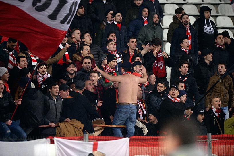 """Scene incredibile la Chiajna - Dinamo. În minutul 89, crainicul stadionului a făcut un gest şocant: """"Şi acum Peluza Sud Dinamo şi PCH să strige..."""""""