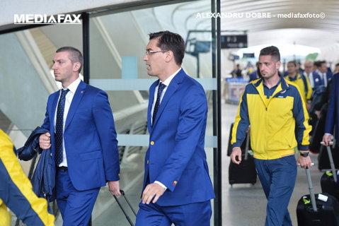 Cum a salvat Massone fotbalul românesc, sub înaltul patronaj şi atenta supraveghere a domnului Burleanu. Povestiri din locul unde băştinaşii îl iau de şef pe orice individ îmbrăcat la costum