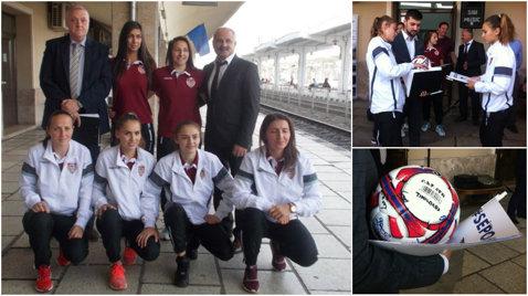Nu degeaba joacă pentru CFR! Fotbalistele de la echipa feroviară a Timişoarei, vedetele unei campanii de modernizare a garniturilor de tren | FOTO