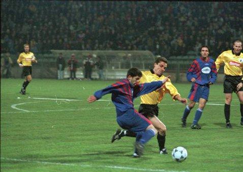 """Dezvăluirile omului care nu a avut şansa de a se pune la masa negocierilor cu Becali. Cât câştiga un fotbalist al Stelei spre finalul anilor 1990: """"Ăsta e primul contract pe care l-am avut"""""""