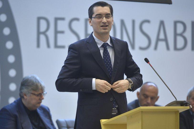 """A scos cuţitele pe masă! Burleanu a """"săpat"""" în arhivă şi aduce acuze grave pentru Mircea Sandu şi Ionuţ Lupescu. Actualul preşedinte susţine că cei doi au pus mâna ilegal pe un milion de euro, prin FRF. UPDATE: Cum se apără """"Naşul"""""""