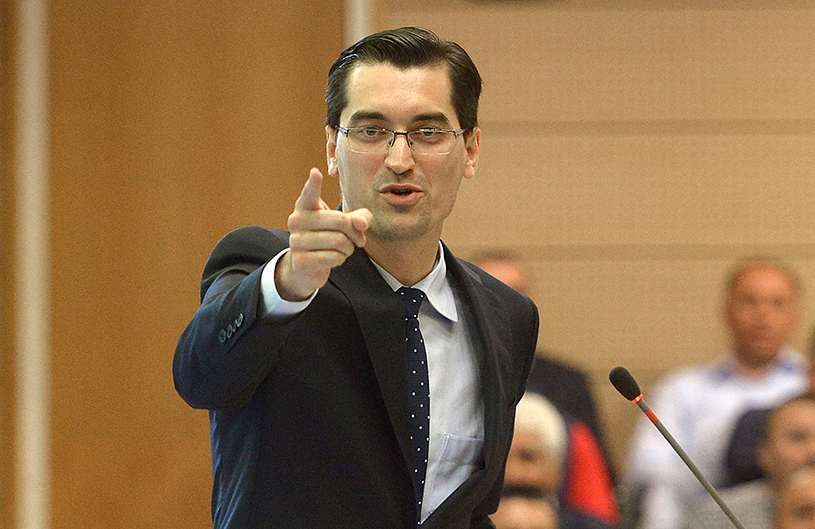 """Burleanu a răbufnit după ce a aflat că Ionuţ Lupescu e favoritul lui Liviu Dragnea pentru şefia FRF: """"Nu am nicio emoţie că voi câştiga! Mă aşteptam să caute sprijin politic"""""""