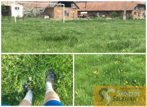 """Se întâmplă în România! La un meci din ligile inferioare, iarba era mai mare decât mingea. """"Avea vreo 35 de centimetri. Trebuia să o smulgem cu mâna"""". Trei jucători s-au ales cu entorsă   FOTO"""