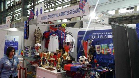 FOTO | CSA Steaua are stand la cea mai mare expoziţie de apărare şi aeronautică, organizată la Romaero Băneasa. Fanii pot admira trofelee roş-albaştrilor şi îşi pot cumpăra produse cu însemnele clubului