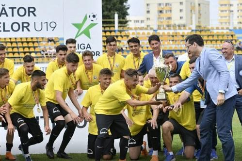 """Viitorul a zdrobit-o pe Dinamo, e noua campioană de la Under 19 şi Hagi îşi va măsura forţele cu marile echipe ale Europei în Youth League. Noua senzaţie a """"Regelui"""" a strălucit. Cât s-a terminat meciul în care constănţenii conduceau doar cu 1-0 la pauză"""