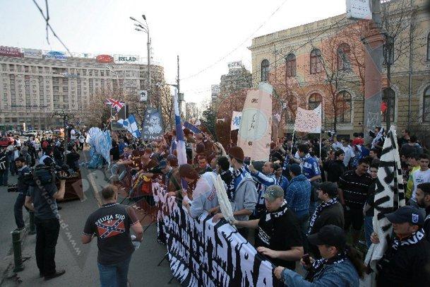 Proteste - Pagina 2 Bi005064