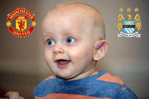 """Un bărbat şi-a pus copilul de şapte luni pe eBay pentru a licita echipa pe care o va susţine: """"E distractiv. O să ţină cu Manchester United sau cu Manchester City"""""""